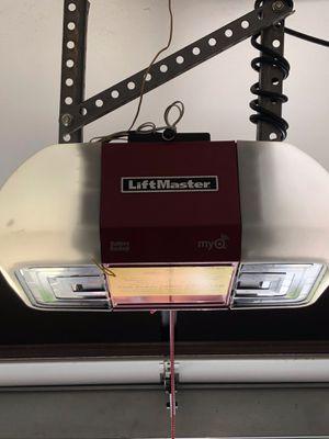 Liftmaster MyQ garage Door opener for Sale in Lighthouse Point, FL