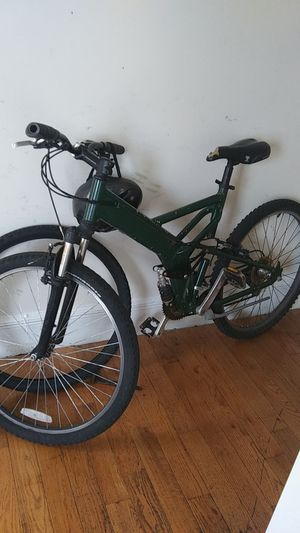 Rare mongoose mtb. 8 speed. Perfect for excersize, 3 hour treks etc. Would entertain trades that are worth it. for Sale in Bridgeport, CT