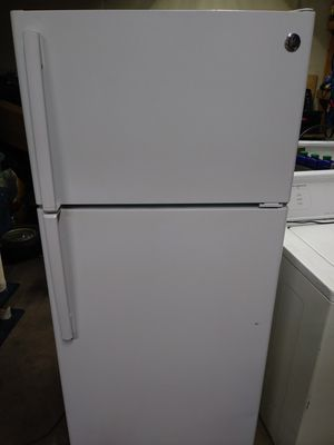3 months old nice white GE refrigerator works great clean inside and out for Sale in Taylor, MI