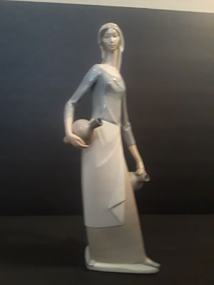 Large retired Lladro figurine for Sale for Sale in Queen Creek, AZ
