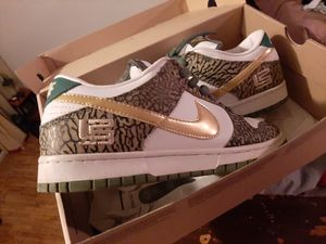 Nike dunk sb lebron PE edition for Sale in Staten Island, NY