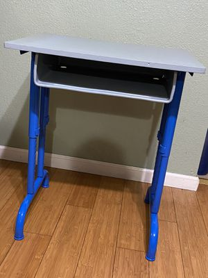 Single desk for Sale in View Park-Windsor Hills, CA
