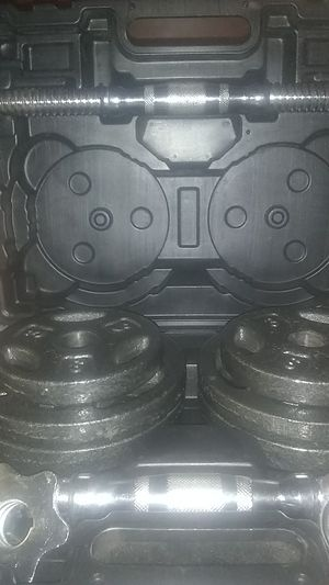 Complete 40lb Dumbbell kit makes two dumbbells that weigh 20 lbs apeice for Sale in Roanoke, VA