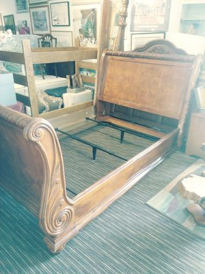 Queen sleigh bed frame for Sale in Fort Collins, CO