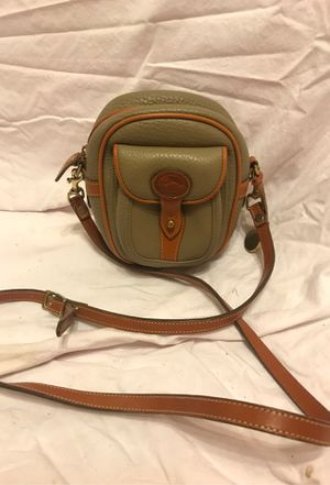 Dooney & Bourke small vintage crossbody- like new for Sale in St. Louis, MO