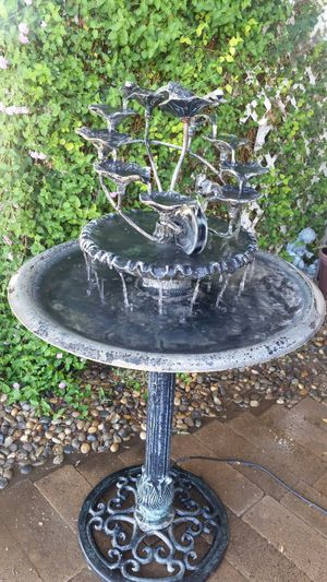 metal fountain, all in excellent condition... for Sale in Selma, CA