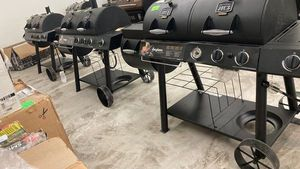 Oklahoma Joe's Charcoal ⚫️ AND Gas ⛽️ Gill AND Smoker 1520202 XU0 for Sale in Los Angeles, CA