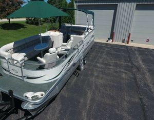 Saltwater Edition_BOAT_2006 Manitou Legacy Pontoon for Sale in Lincoln, NE