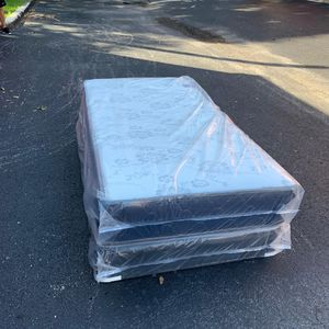 Twin Mattress and Box Spring Set- 2Pc for Sale in Oakland Park, FL