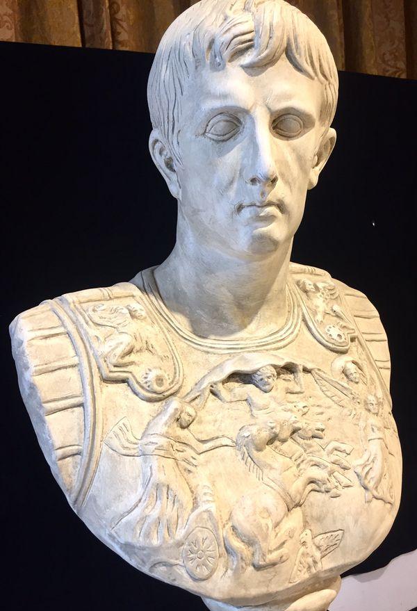 Gorgeous Decorative Art Ceramic Art Plaster Pontius