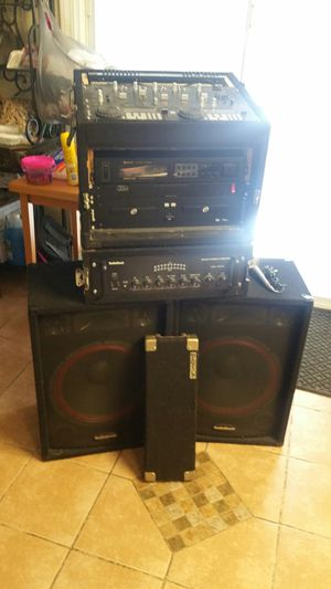 I have this nice DJ setup here 15 inch subwoofers 250 W atwomplifier with equalizer an AM FM receiver for Sale in Hanover Park, IL