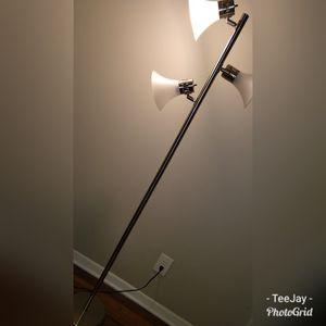 3 Light floor lamp for Sale in Atlanta, GA
