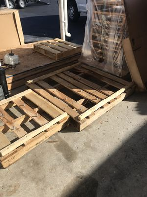 Free pallets just bring a truck or trailer I have a forklift I load, u go located by Raymond James stadium for Sale in Tampa, FL