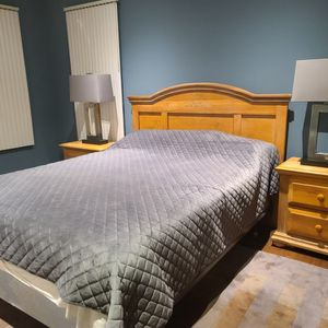 Maple Wood Queen Bedroom Set for Sale in Downers Grove, IL