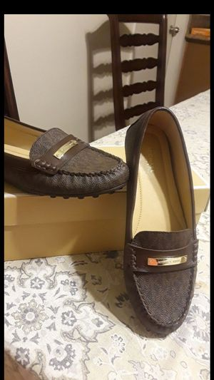 MICHAEL KORS SIZE 7 WOMEN for Sale in Highland, CA