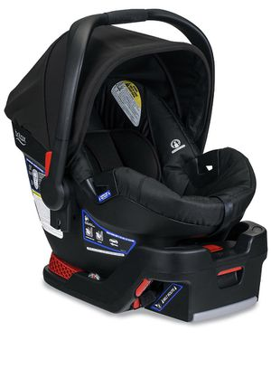 Britax B Safe 35 Car seat + two bases for Sale in Bonney Lake, WA