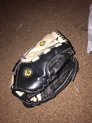 Softball glove for Sale in Los Angeles, CA