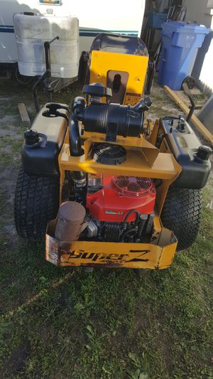 SUPER Z 52 model 927285 (before I turned on but not using the mower does not turn on, NEEDS BATTERY) for Sale in Tampa, FL