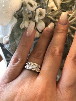 Very beautiful and sparkle wedding ring set 14K white gold and real diamonds for Sale in Clovis, CA