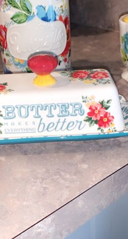 Pioneer Women Plates, Butter Dish, Sugar Dish, 1 Bowl And Vase With Flowers. Pick Up Only for Sale in Winter Haven,  FL