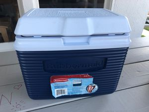 Rubbermaid cooler 10qt for Sale in Long Beach, CA