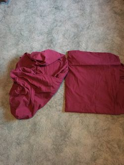 Full/queen sheets (maroon color) for Sale in Breckenridge,  IL