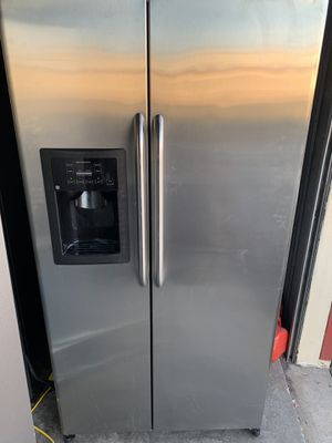 GE fridge excellent condition for Sale in Sterling, VA