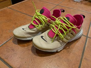 Women's nike presto sz 7 or 6.5 fits like either mushroom pink color way for Sale in Ravensdale, WA