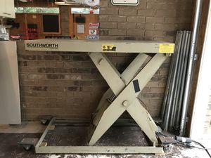 Pallet lift table 2000 lb. for Sale in Douglasville, GA
