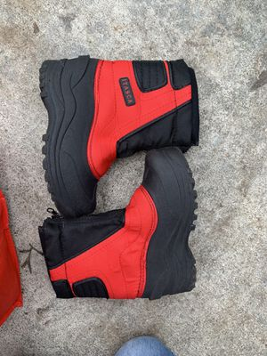 Snow boots size 1 for girl o boy for Sale in Redwood City, CA