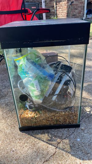 Fish tank 10gallon Everything needed to have a fish tank check disc.. for Sale in DeSoto, TX