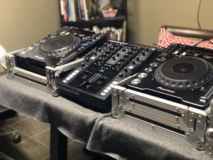 DJ Equipment. Mixer and two CdJs. for Sale in Chicago, IL