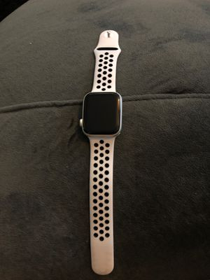 Apple Watch series 5 42 mm aluminum silver for Sale in Merrick, NY