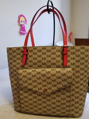 Authentic Michael Kors Large Pocket Tote for Sale in Falls Church, VA