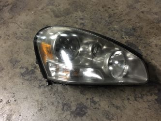 Infiniti Q45 Headlight Xenon Hid (right Side) Oem Fits Year 2002-2005. for Sale in Bellflower,  CA