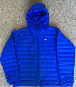 Patagonia down hooded jacket - large for Sale in Mountlake Terrace, WA