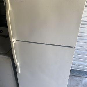 GE Refrigerator for Sale in Suffolk, VA