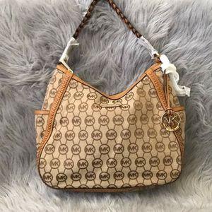 Michael kors tan whipped top zipper hobo bag for Sale in GRANT VLKRIA, FL