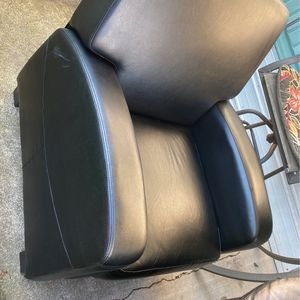 2Recliner And One Small Couch for Sale in Milwaukie, OR