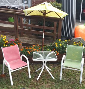 Kids table, chairs, and umbrella for Sale in Cayce, SC