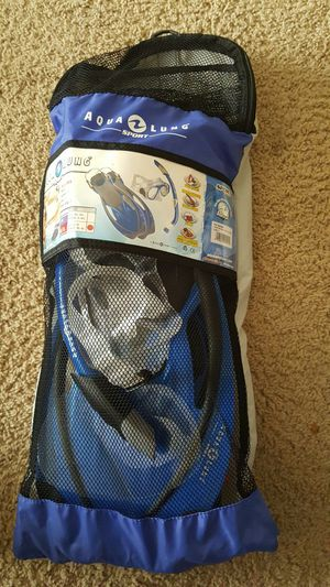 Aqua Lung Sport Snorkel Set for Sale in Des Moines, IA