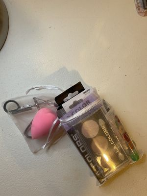 Beauty bundle for Sale in Hemet, CA