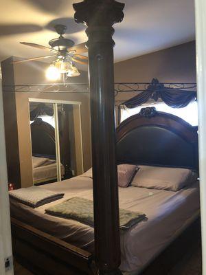 King size bedroom set for Sale in Saint Petersburg, FL