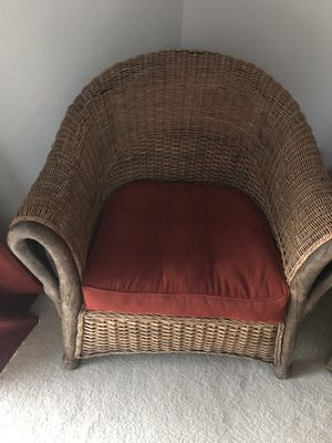Rattan chairs (2), ottoman, and side table... Great condition for Sale in Bend, OR