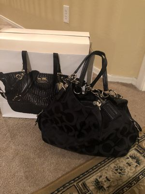 Clean coach purse with boxing and bag for Sale in Phoenix, AZ