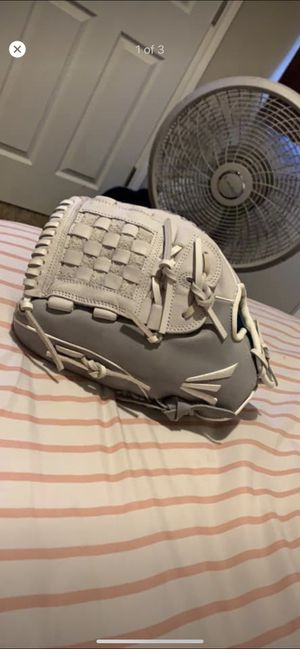 Lefty Easton Ghost Softball Series Glove 12 in. for Sale in Edmond, OK