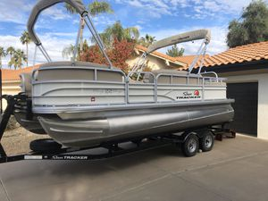 Sun Tracker 22' DLX Party Pontoon Boat 2016 SunTracker for Sale in Scottsdale, AZ