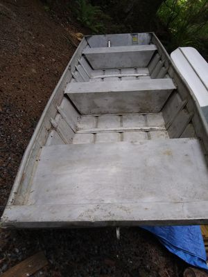 14 foot thick aluminum flat bottom John boat 52 1/2 ins wide with oars no tralior for Sale in Lake Stevens, WA