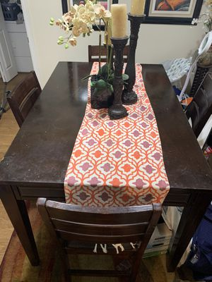 Free dining room table and chairs for Sale in Oakland Park, FL