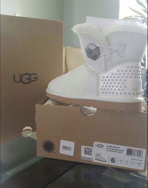 **BRAND NEW IN BOX!!** White Ugg Mini Bailey Button Geo Boots for Sale in Brandon, FL